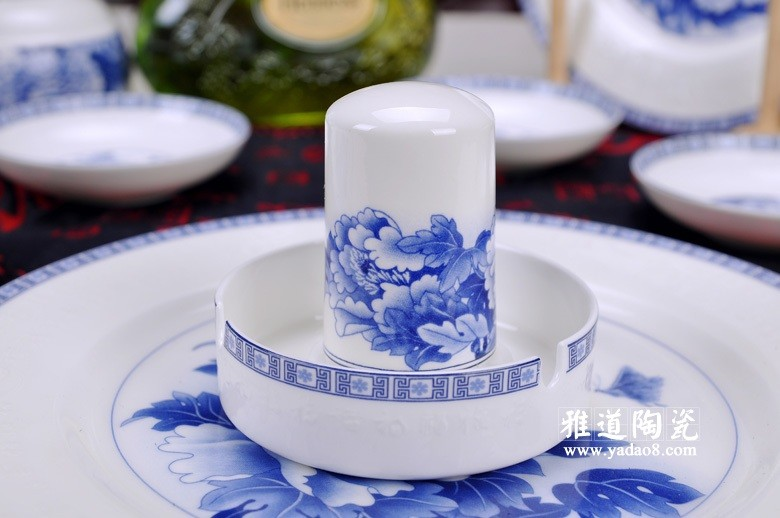 富贵吉祥青花瓷器餐具(牙签筒)