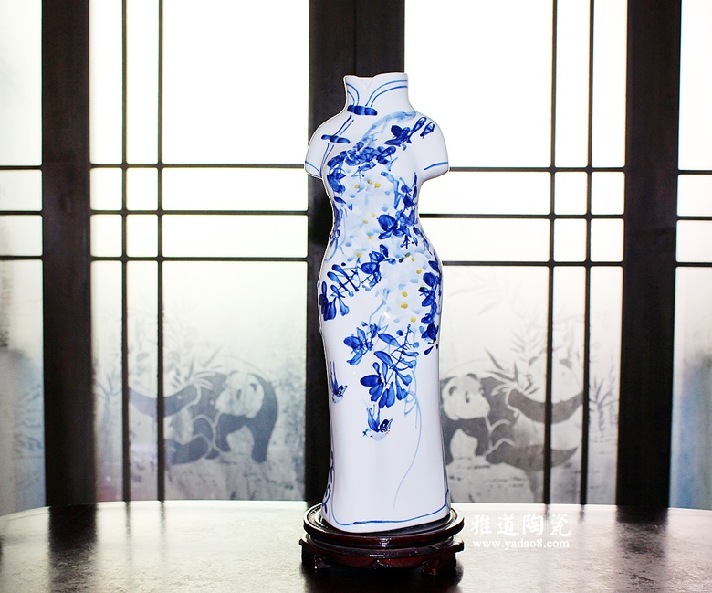 手绘青花旗袍美女人物造型花瓶