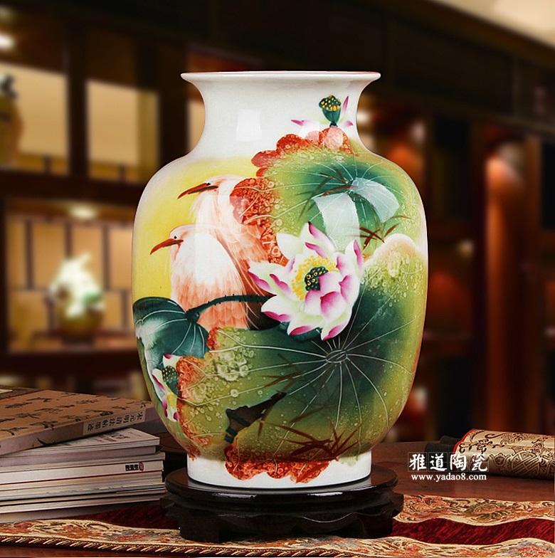 手绘荷鹭情长粉彩花瓶