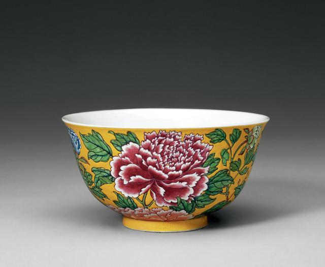 清康熙 黄地珐琅彩花卉纹碗