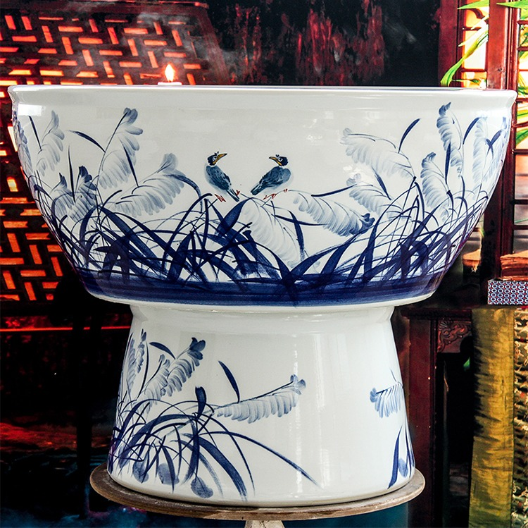 手绘青花陶瓷鱼缸一路顺风