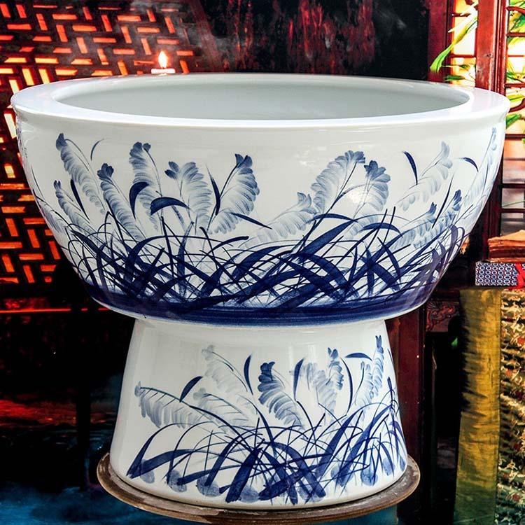 手绘青花陶瓷鱼缸一路顺风-侧面
