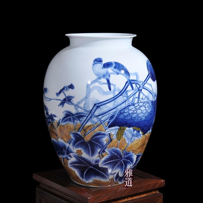 王云喜青花瓷瓜果飘香工艺品花瓶摆件
