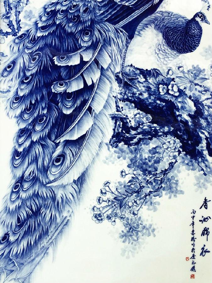 景德镇名家手绘家居挂画青花孔雀细节图