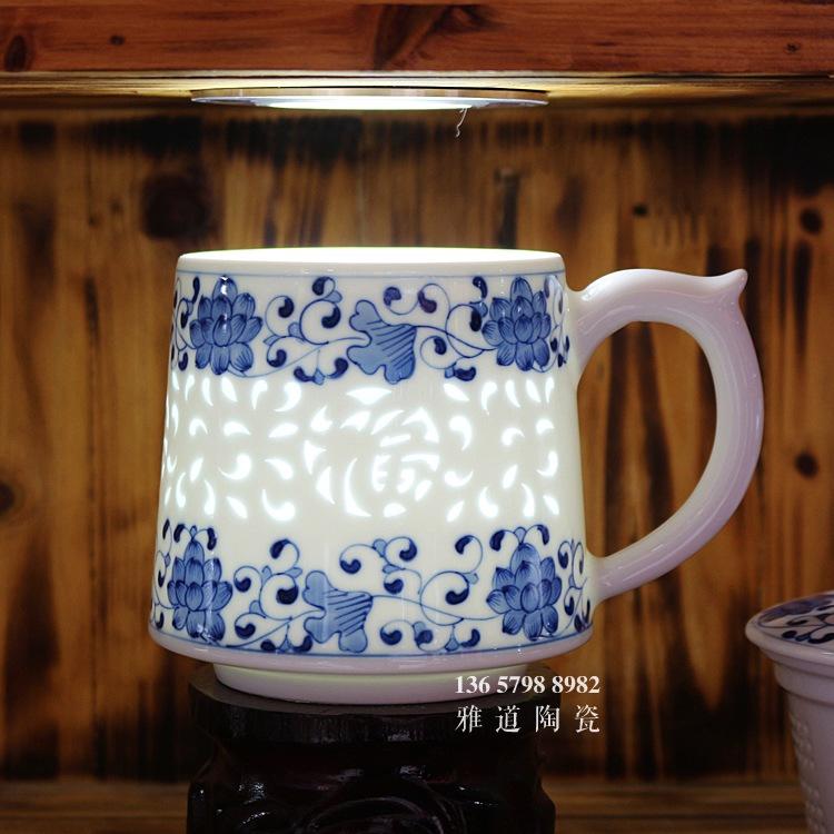 景德镇手绘青花玲珑带茶漏老板杯