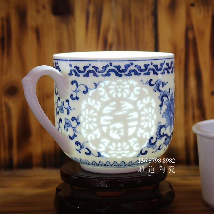 福禄寿禧手绘青花玲珑高档泡茶杯透光图