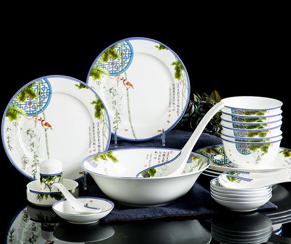 28头陶瓷餐具