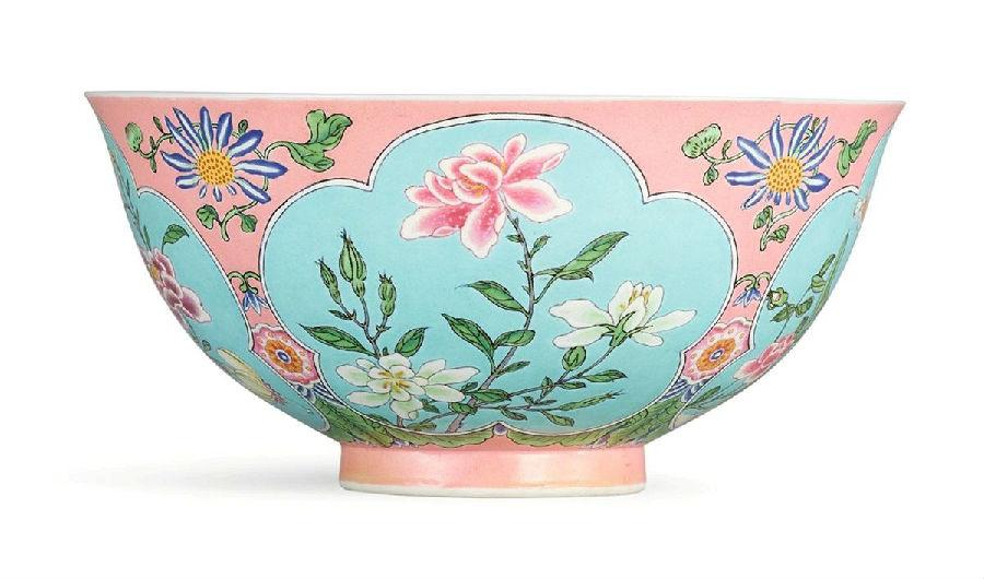 粉红地珐琅彩花卉纹碗