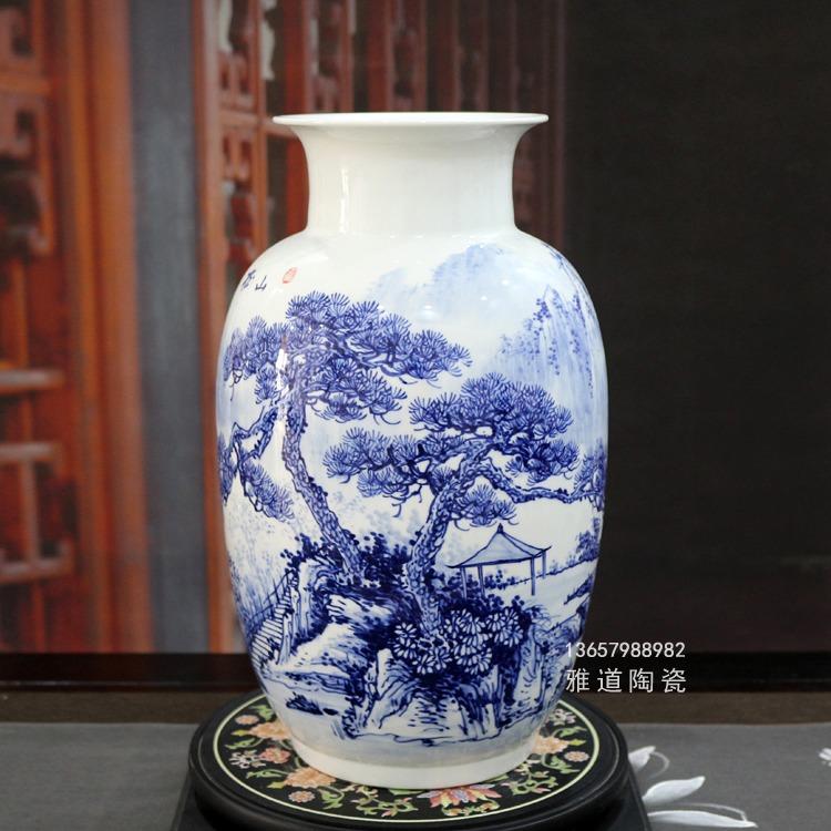 王云喜手绘青花瓷花瓶(山松亭韵)