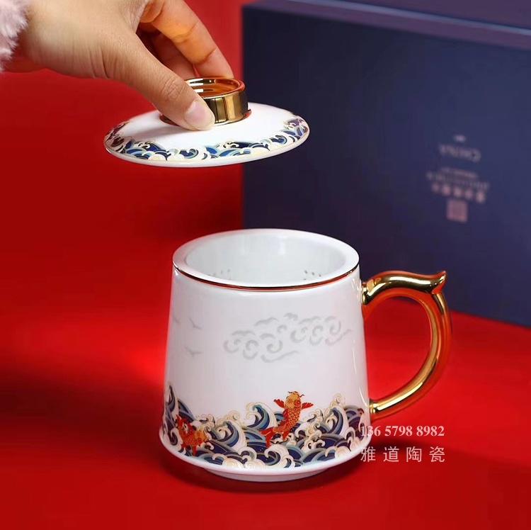 高档描金带盖过滤陶瓷茶杯礼品(鱼跃龙门)