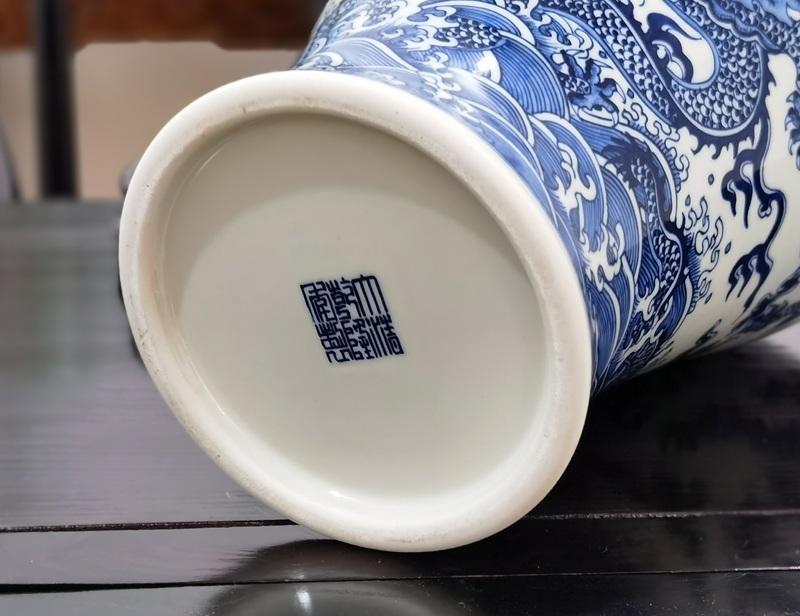 手绘乾隆青花龙纹仿古陶瓷花瓶